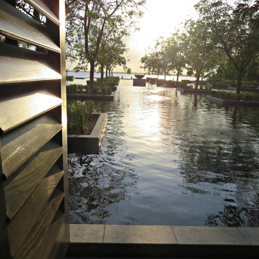 Tot2 Lobby Pool